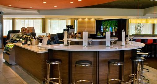 Courtyard by Marriott Newark Liberty Int'l Airport - Newark - Bar