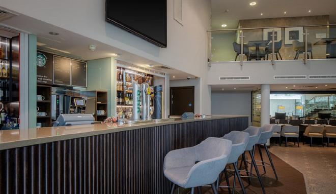 DoubleTree by Hilton London Heathrow Airport - Hounslow - Bar