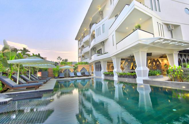 中央套房住宅酒店 - 暹粒 - 暹粒 - 游泳池