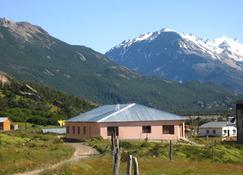 Hosteria y Cabañas Koonek - El Chaltén - Building