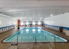 คอมฟอร์ต อินน์แอนด์สวีทส์ อีเวนท์เซ็นเตอร์ - ดิมอยน์ - สระว่ายน้ำ