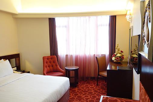 Grand Dragon Hotel - Macau - Bedroom
