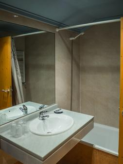 Hotel Bezana Lago - Santander - Bathroom