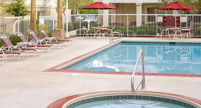 Residence Inn by Marriott Las Vegas Henderson/Green Valley - Henderson - Uima-allas