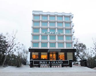 Hotel Park Grand - Haridwar - Building