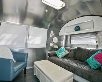 Flying Flags RV Resort & Campground - Buellton - Wohnzimmer