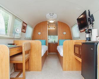 Oceanside Beachfront Rv Resort - Coos Bay - Schlafzimmer