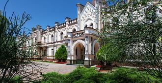 Sanatoriy Istok - Yessentuki - Outdoor view