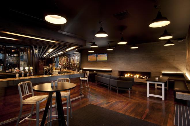 Hilton Queenstown Resort & Spa - Queenstown - Bar