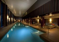 Hilton Queenstown Resort & Spa - Queenstown - Pool