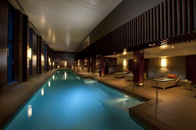 希爾頓皇后鎮酒店 - 皇后鎮 - 皇后鎮 - 游泳池