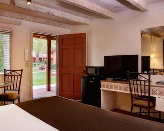 Sky Ranch Lodge - Sedona - Living room
