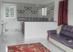 Neo Nirmal Residency - Ooty - Living room
