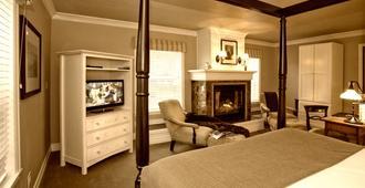 The Courtyard - Cannon Beach - Bedroom