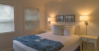 Mcbee Cottages - Cannon Beach - Bedroom