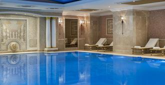 Elite World Istanbul Hotel - Istanbul - Pool