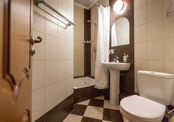 Lomonosov Hotel - Moscow - Bathroom