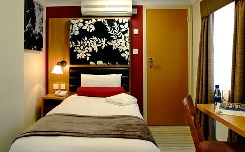 Astors Hotel - London - Bedroom