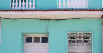 Hostal Yaisel - Trinidad - Building