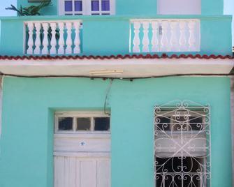 Hostal Yaisel - Трінідад - Building