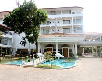 Green Grass - Jaffna - Building
