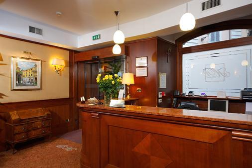 Hotel Portoghesi - Rome - Front desk