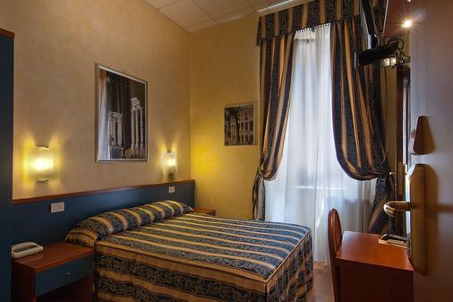 Hotel Julia - Rome - Bedroom