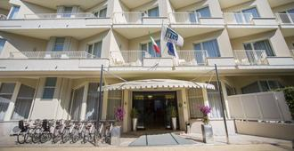 Grand Hotel - Forte dei Marmi - Κτίριο