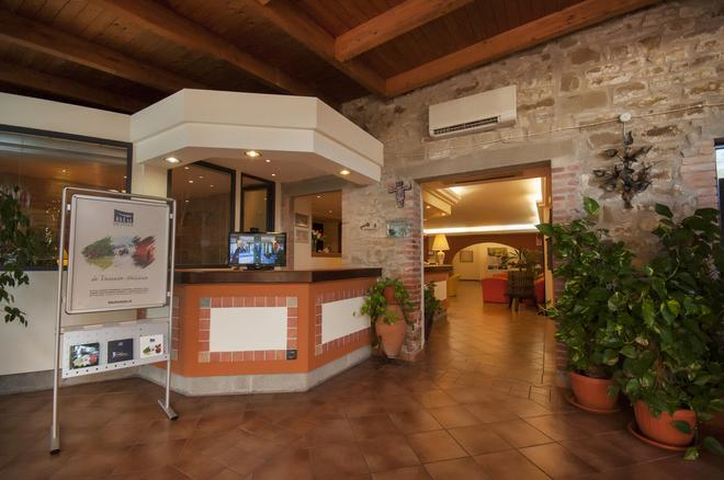 Villa Paradiso Village - Passignano sul Trasimeno - Front desk