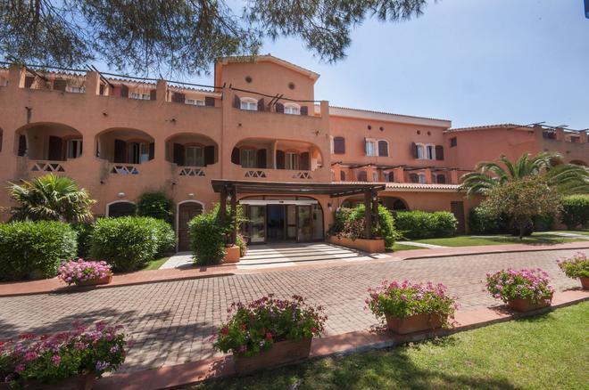 Blu Hotel Laconia Village - Arzachena - Κτίριο