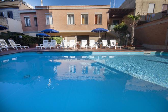 Hotel Villa Margherita - Ladispoli - Pool