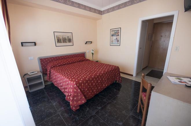 Hotel Villa Margherita - Ladispoli - Bedroom