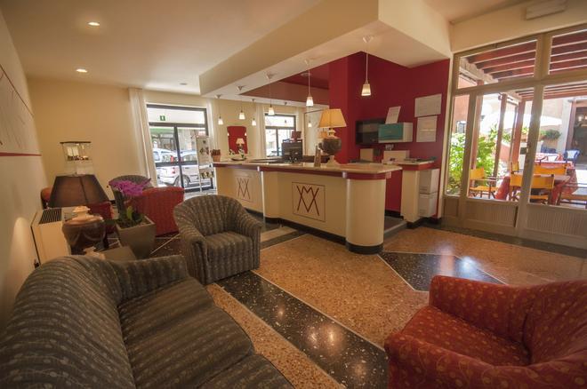 Hotel Villa Margherita - Ladispoli - Front desk