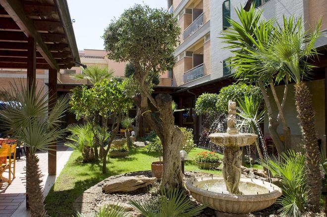 Hotel Villa Margherita - Ladispoli - Outdoor view