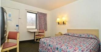 Budget Inn - St. Louis - Bedroom