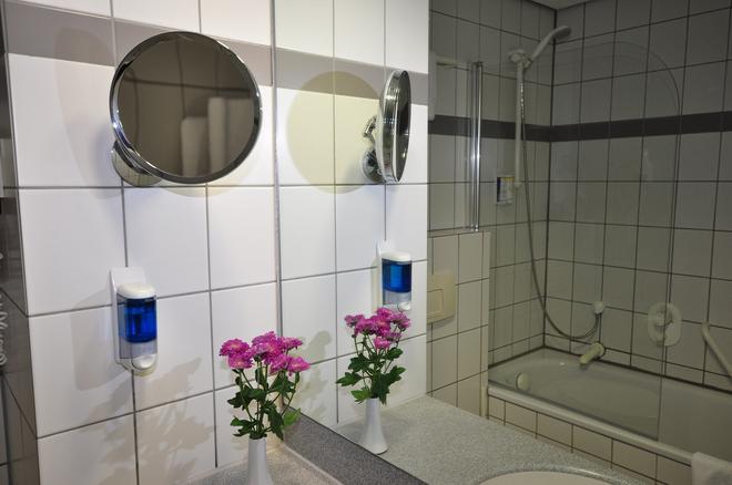 Achat Comfort Airport & Messe Stuttgart - Stuttgart - Bathroom