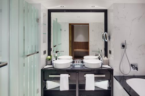 Kempinski Hotel Corvinus Budapest - Budapest - Bathroom