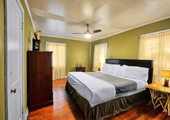The Wanderoo lodge - Eureka Springs - Schlafzimmer