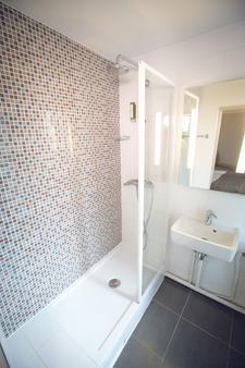 Timhotel Paris Gare Montparnasse - Paris - Bathroom