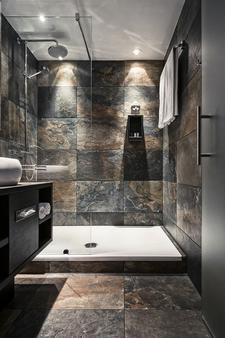 M Hotel - Different Hotels - Genk - Bathroom
