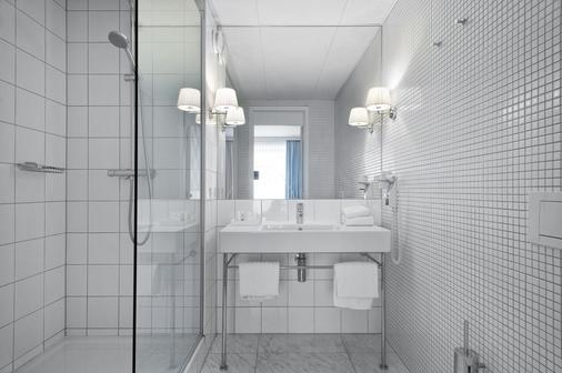 Premier Suites Plus Antwerp - Antwerp - Bathroom