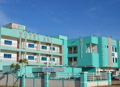 Aki Hotel e Restaurante - Cáceres - Gebäude