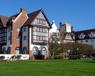 Montauk Manor - Montauk - Building