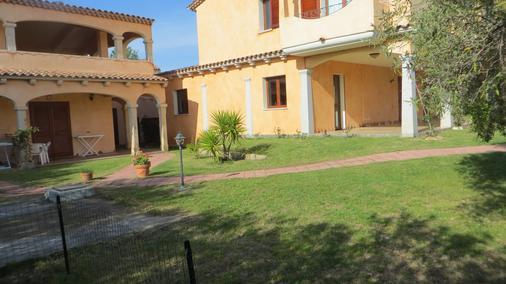 Il Viandante - San Teodoro - Toà nhà