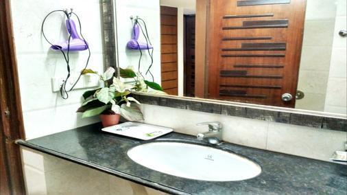 棕櫚格林酒店 - 新德里 - 浴室