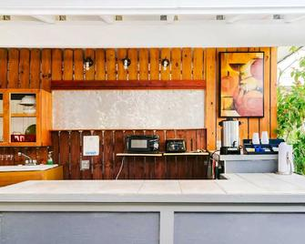 Seashell Motel and International Hostel - Cayo Hueso - Recepción