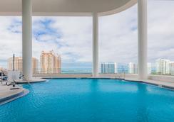 Embassy Suites by Hilton Sarasota - Sarasota - Pool