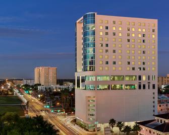 Embassy Suites by Hilton Sarasota - Sarasota - Gebäude