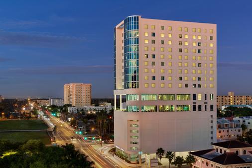 Embassy Suites by Hilton Sarasota - Sarasota - Building