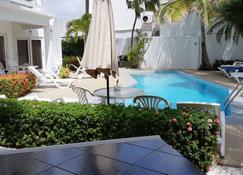 Bubali Villa & Apartments - Noord - Pool